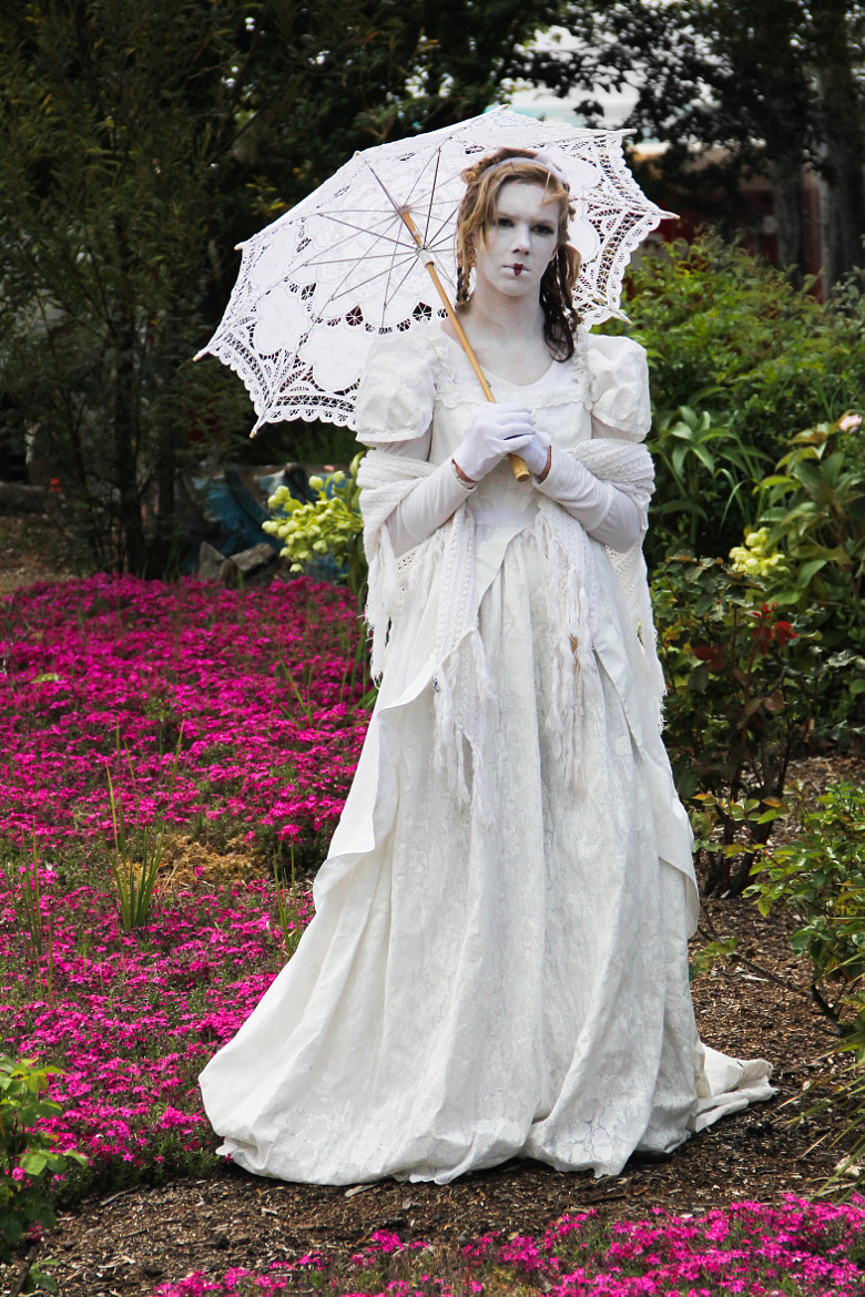 Photograph Living Statue Brides - Dismay by Donna Seen on 500px