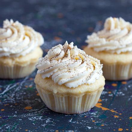 Homemade vanilla cupcakes with, Canon EOS 5D MARK II, Canon EF 100mm f/2.8 Macro USM
