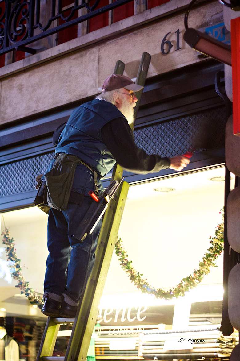 Photograph Is Santa Claus preparing for Christmas 2012 in Regent Street, London? by Denny Nguyen on 500px