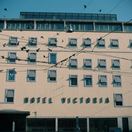 Hotel Victoria with Toy, Canon EOS 700D, Canon EF-S 24mm f/2.8 STM