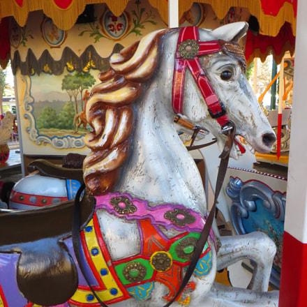 das Karusell-Pferd