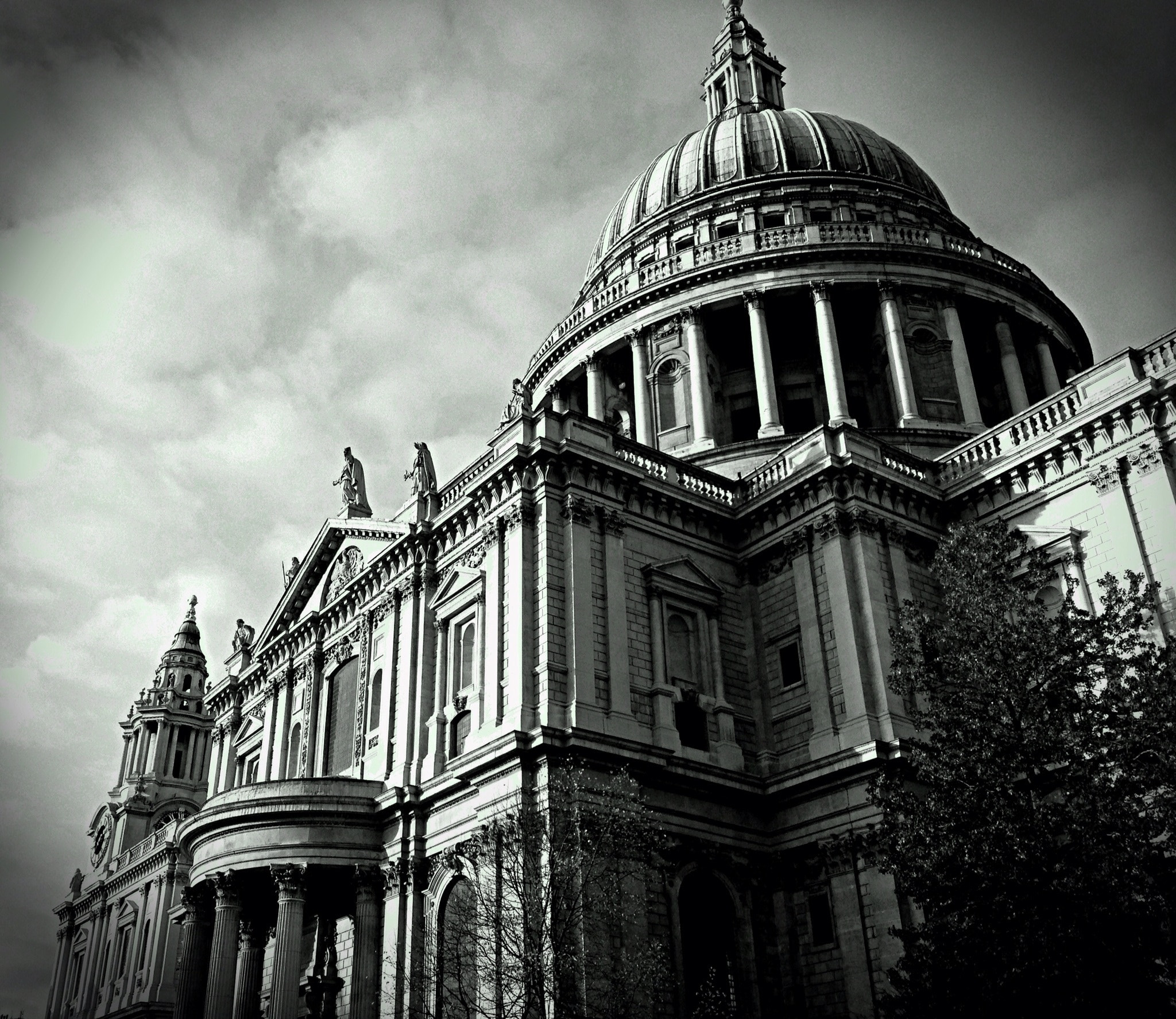 Photograph iPhone: St. Paul' by Sam Shoesmith  on 500px
