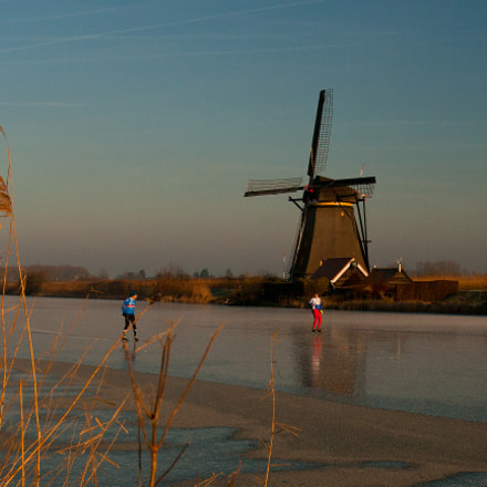 2 skaters and a windmill, Canon EOS 400D DIGITAL, Canon EF 17-40mm f/4L