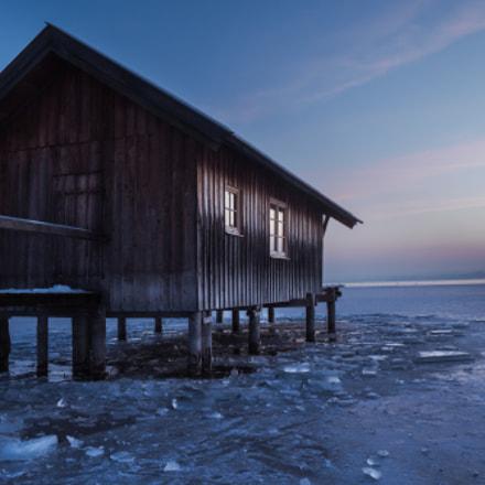 Boathouse in frozen Ammersee, Panasonic DMC-GF2, LUMIX G VARIO 14-42/F3.5-5.6 II