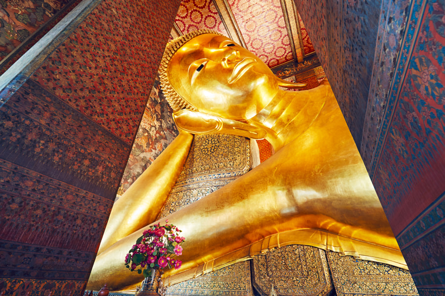 Golden statue of the Reclining Buddha by Jaromír Chalabala on 500px.com