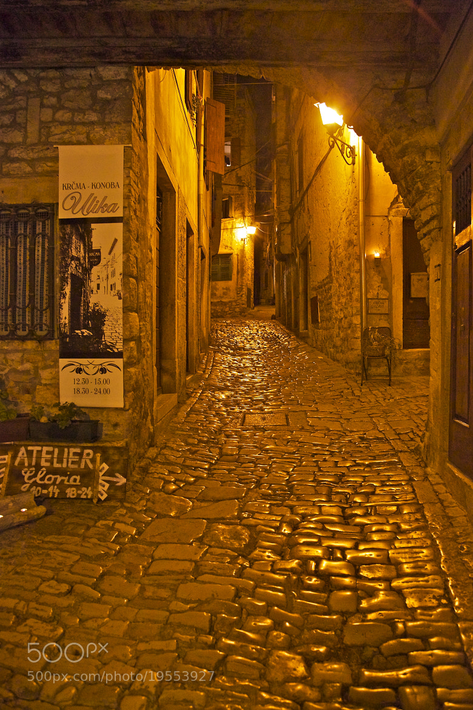 Photograph Nuit dans les ruelles de Rovinj, Croatie by Europe Trotter on 500px