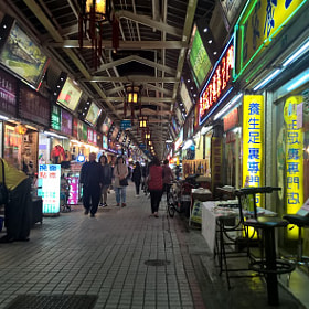 Huashi Street Night Market & Lungshan Temple