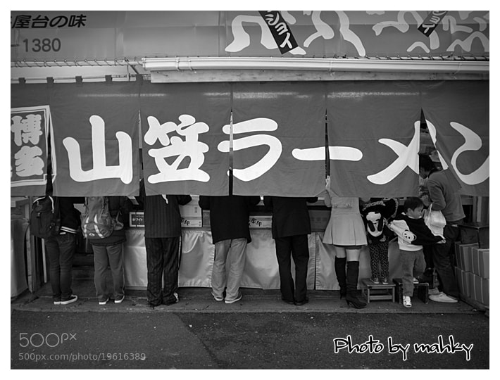 Photograph Shop full of visitors by mahky jp on 500px