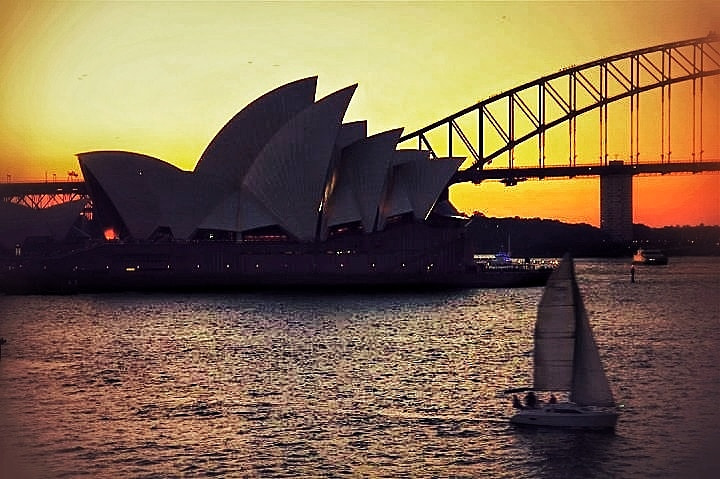 Photograph Sydney glows in dusk... by Sumuhan Shan on 500px