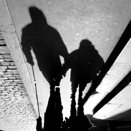 couple's shadow with cane, Fujifilm FinePix Z30