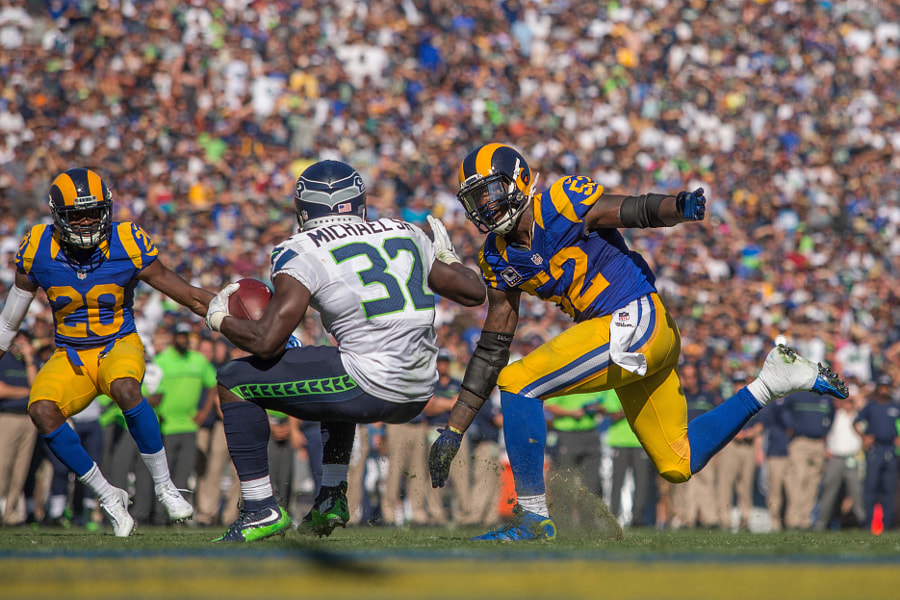 Seahawks Rams Football by Jeff Lewis on 500px.com