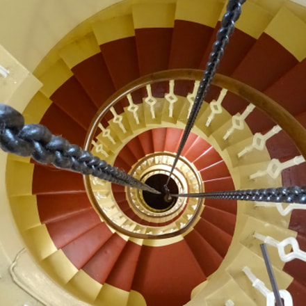 Spirals in a lighthouse, Sony DSC-HX60, Sony 24-720mm F3.5-6.3