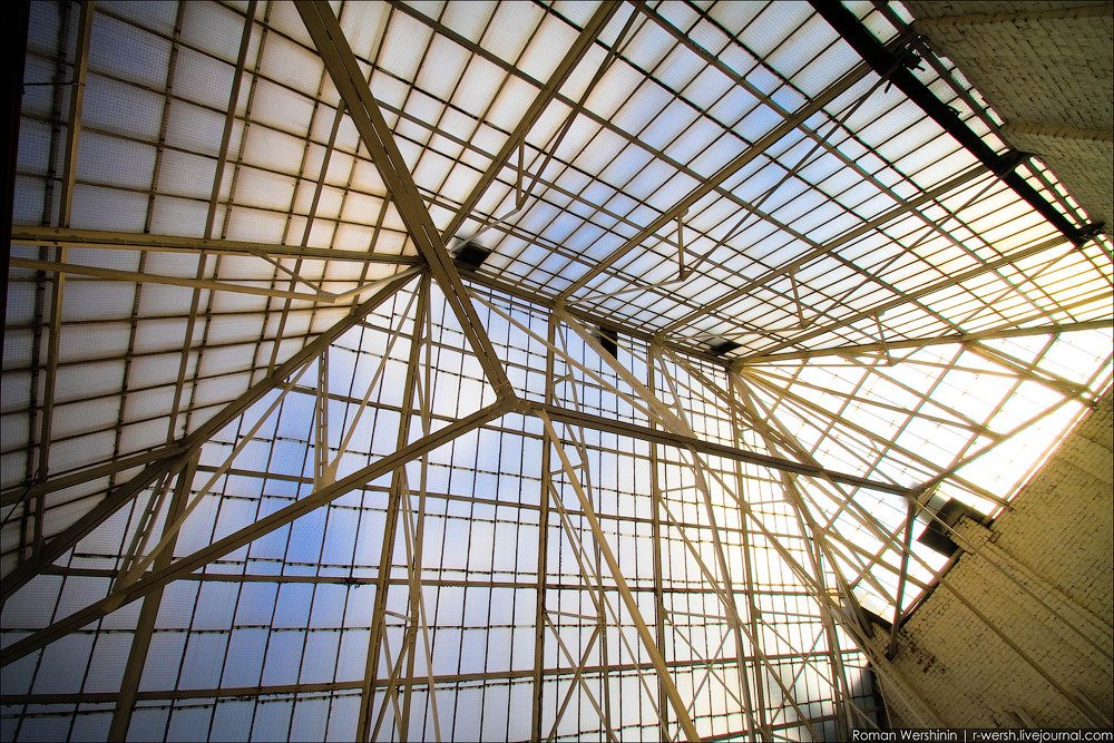 Photograph Roof under a dome by Roman Wershinin on 500px