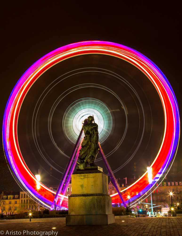 Photograph Statue regardant la grande roue by Aristophane Montmorency on 500px