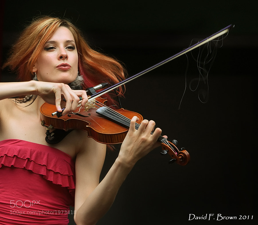 Avanka is a Model, Yoga Instructor and Violinist for the Celtic Group, The Townpants.