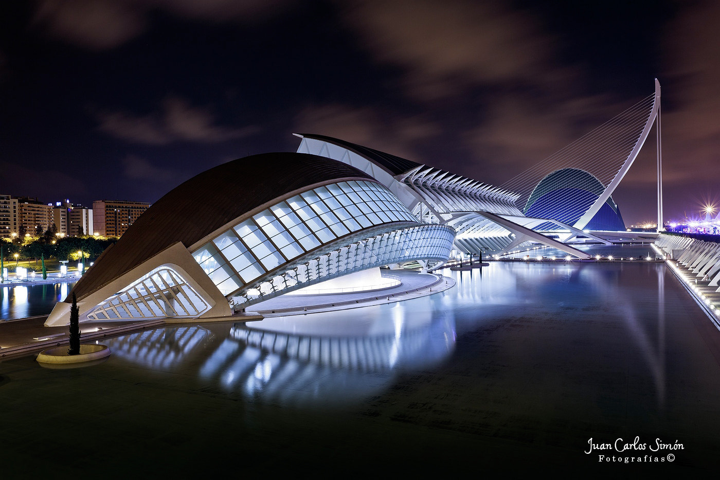 Photograph Ciudad de las Artes y las ciencias de Valencia de noche (City of Arts and Sciences in Valencia by ni by Juan Carlos Simón on 500px