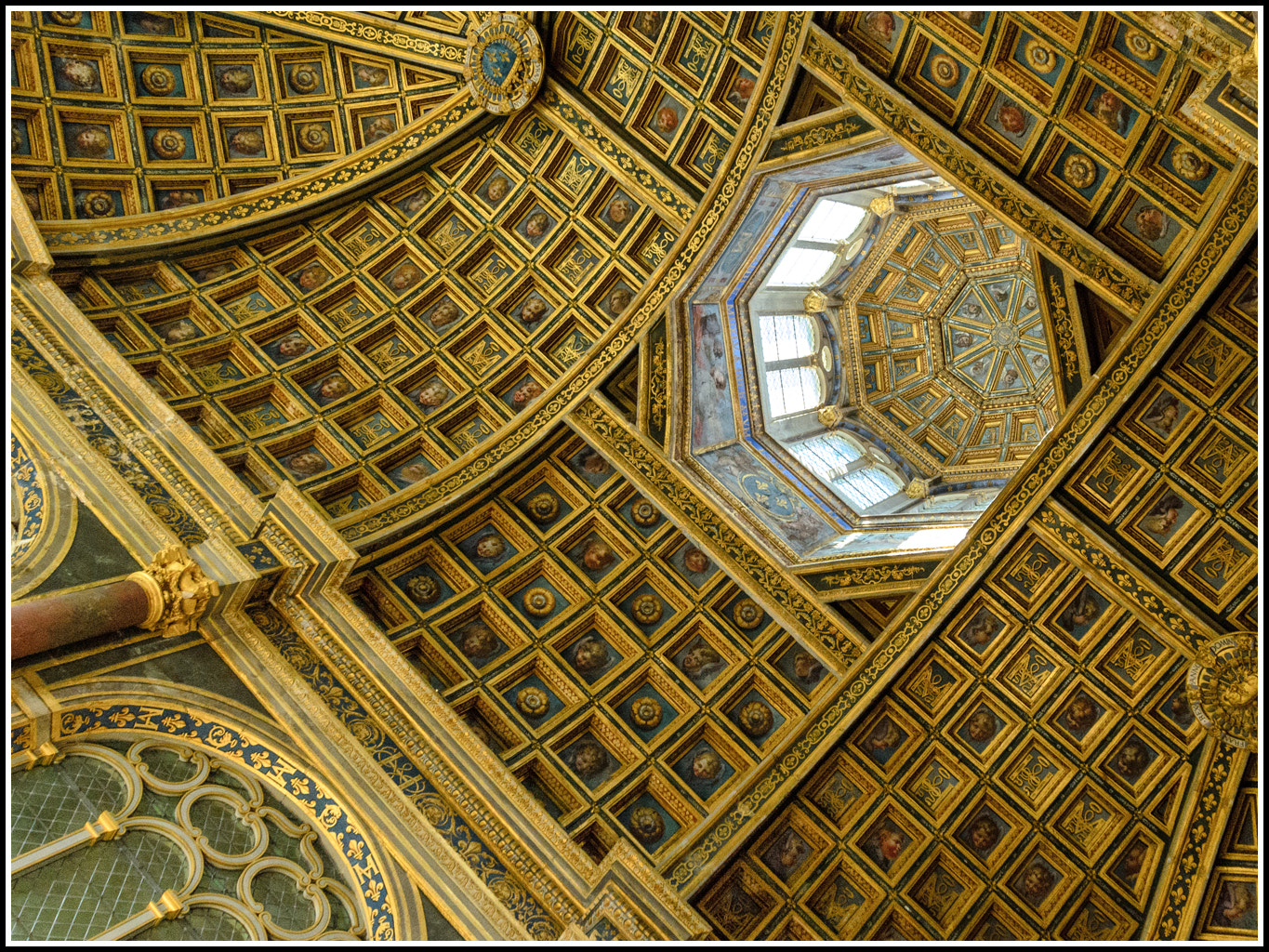 Photograph Cupola in Fontainebleau by Giancarlo Bisone on 500px