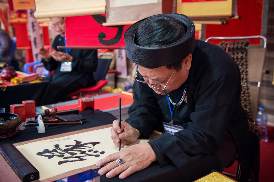 The master is writing the ancient letter in lunar new year by Quang Vu on 500px.com