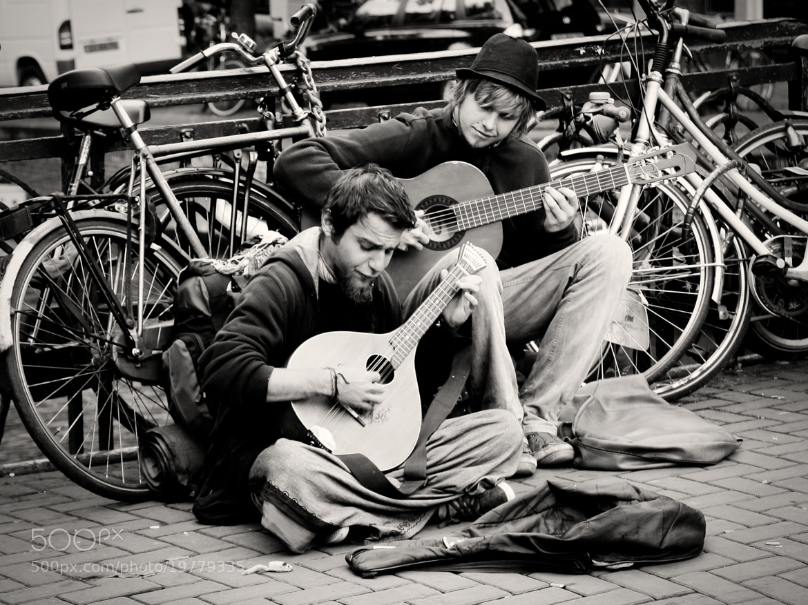 Photograph Guitars and bicycles by Tony Gravé on 500px