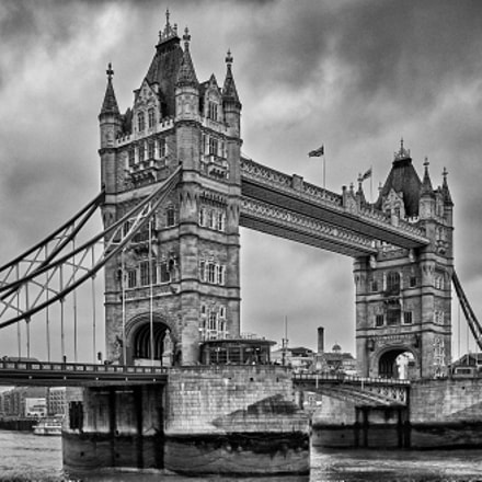 Tower Bridge, Fujifilm FinePix X100, Fujifilm FinePix X100