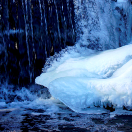 little frozen waterfall, Sony DSC-W200