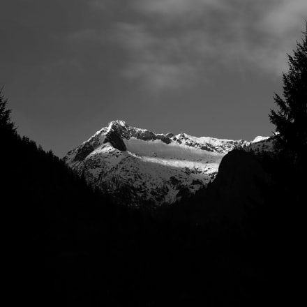 last rays of light on the mountain
