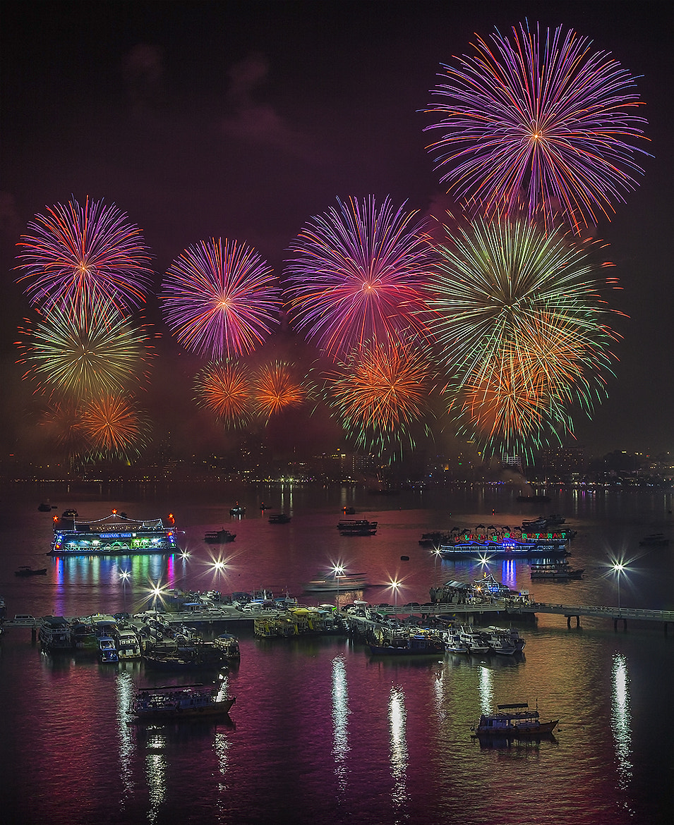 Photograph The fireworks show  by Sanchai Loongroong on 500px