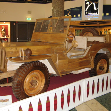 Jeep made of wood, Canon POWERSHOT A710 IS