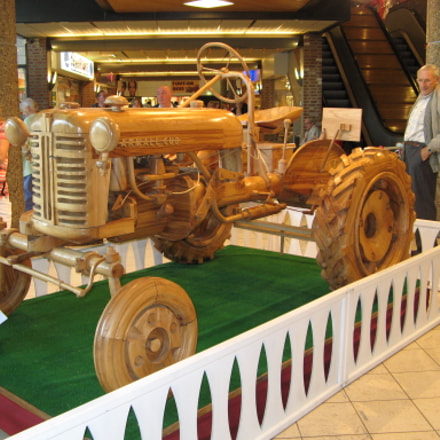Tractor made of wood, Canon POWERSHOT A710 IS