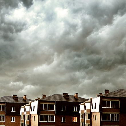 houses against dark clouds, Canon POWERSHOT G5