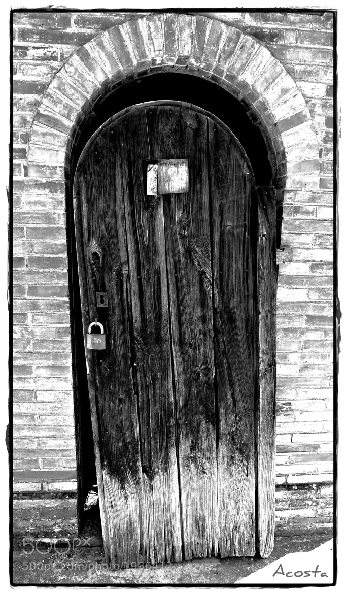 Photograph The door by Alicia Acosta on 500px