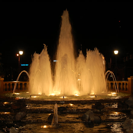 Fountain, Nikon D50, AF Zoom-Nikkor 28-80mm f/3.3-5.6G