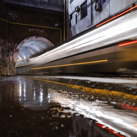 Reflective Tram, Canon EOS 450D, Canon EF-S 18-55mm f/3.5-5.6 IS