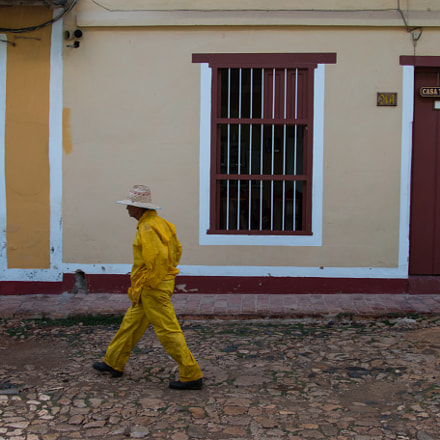 The yellow man in, Canon EOS 70D, Canon EF 24-105mm f/4L IS