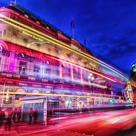 Piccadilly Circus corner Regent, Canon EOS 5D MARK III, Sigma 20mm f/1.4 DG HSM | A