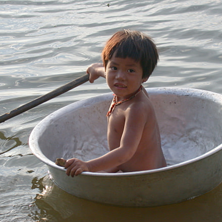 Cambodian child on Lake, Nikon E995