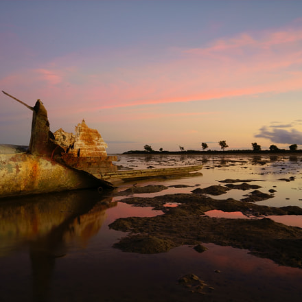 wrecked ship, Sony ILCE-7M2, Sony FE 28mm F2