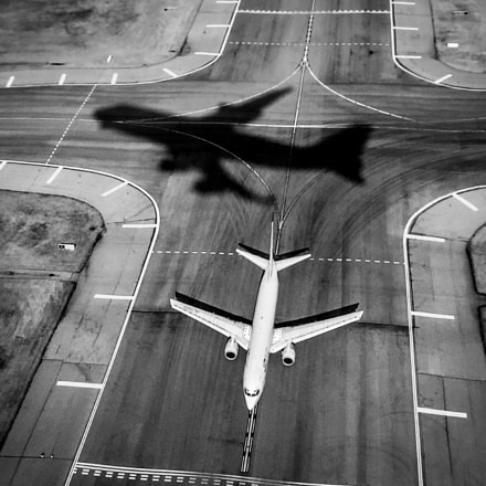 Airplane Shadow, Apple iPhone 6, iPhone 6 back camera 4.15mm f/2.2