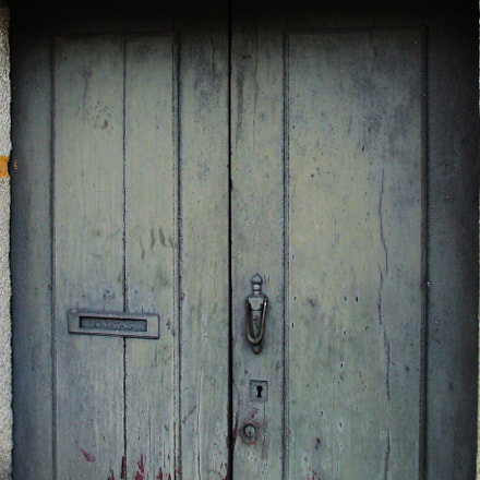 Old wooden door, Fujifilm FinePix A820