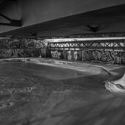 Pont graffiti neige, Canon EOS REBEL SL1, Canon EF-S 18-55mm f/3.5-5.6 IS STM