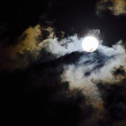 Cloud and moon on, Canon EOS 700D, Canon EF 28-200mm f/3.5-5.6 USM