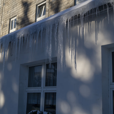 icicles on a gutter, Sony SLT-A37, DT 18-55mm F3.5-5.6 SAM