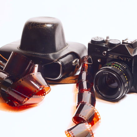 Old photo device min, Canon EOS 50D, Canon EF 28-105mm f/3.5-4.5 USM