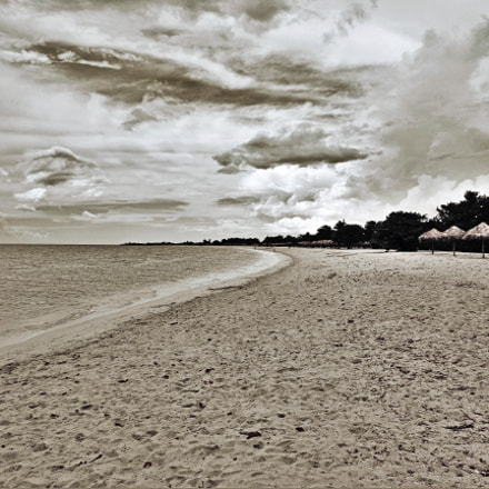 Lonely beach, Sony DSC-W650