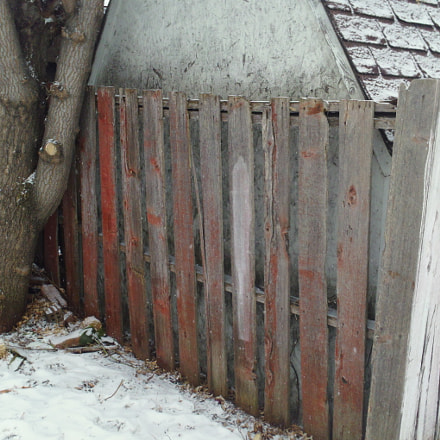 snow, shed, red fence, Samsung HMX-W300