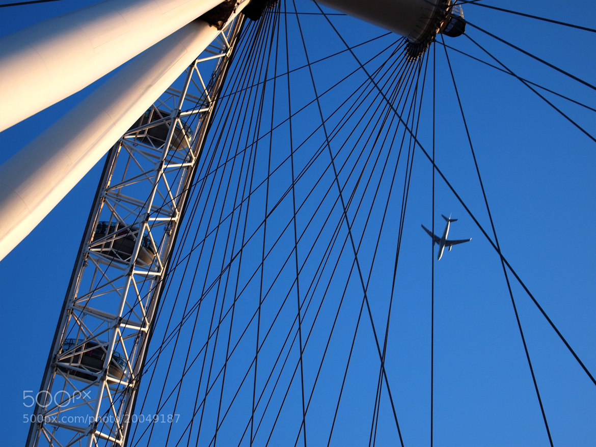 Photograph london eye + plane by Angeli Schimmack on 500px