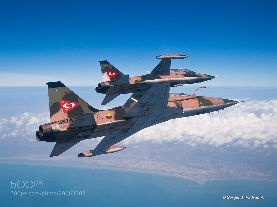 Pair of VF-5 of the Venezuelan Military Aviation over the Paraguana Peninsula, Falcon State, Venezuela