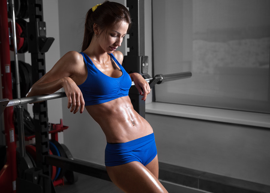 Young beautiful athlete woman in the gym by Viacheslav Krisanov on 500px.com