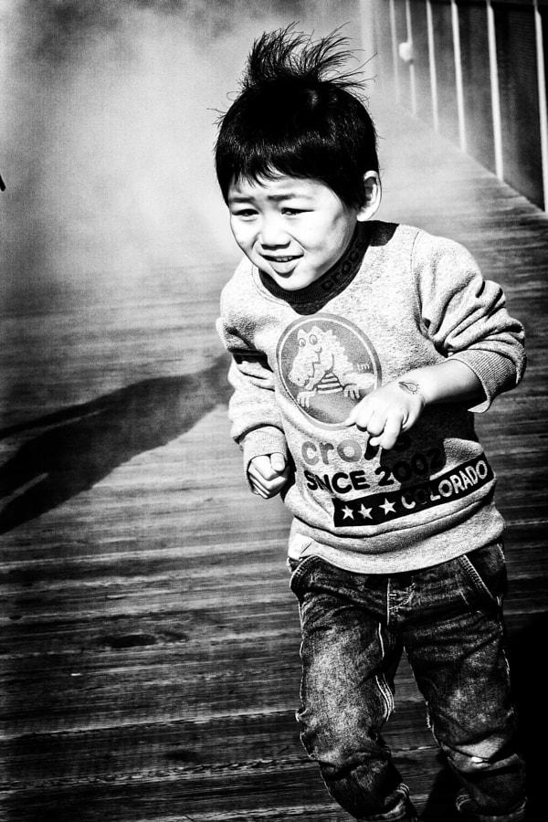 kid running in the fog SF DSC