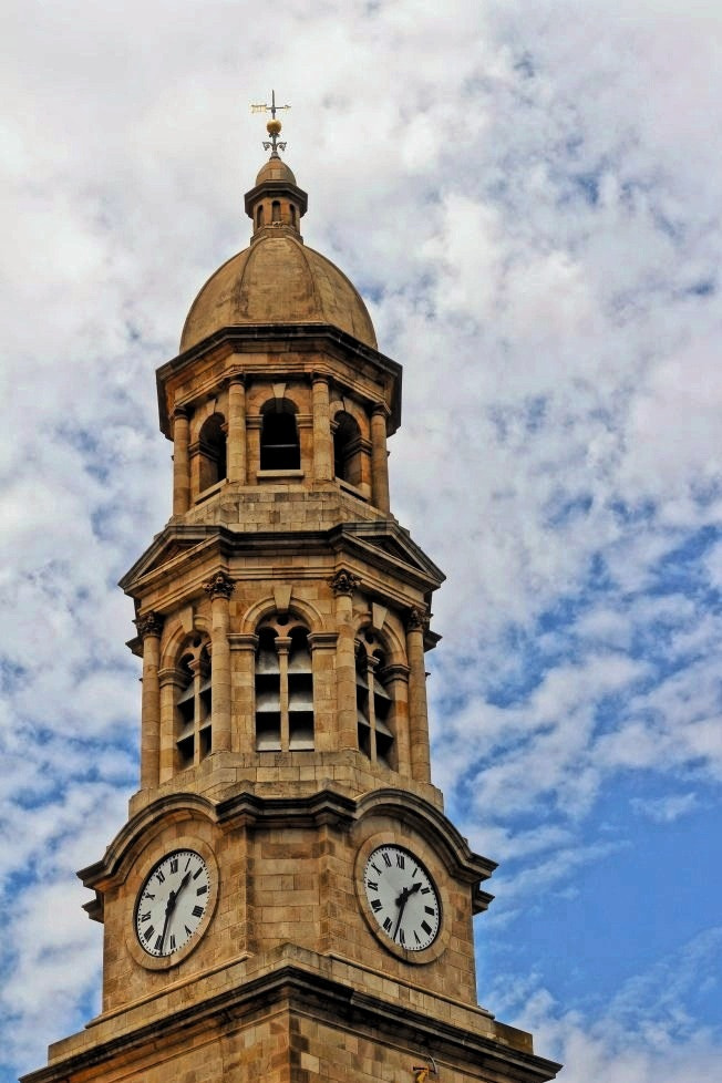 Photograph Town hall clock by Diane  Lee on 500px